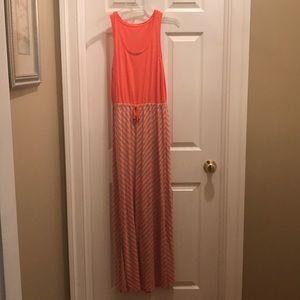 Dresses & Skirts - Women's Maxi Dress !